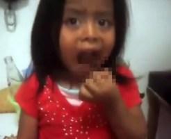 【グロ動画】幼い娘に生きたゴキブリを喰わすキチガイ親