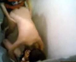 【強姦】トイレで二人にガチレイプされてるの盗撮したった!