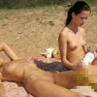 【美女画像】ヌーディストビーチでエロボディ晒してる美女たち