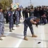 【閲覧注意】生きたウサギをヘビに齧り付く軍のパフォーマンスが酷すぎる・・・