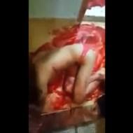 【グロ動画】人間の血液量がよく分かる刺殺映像・・・