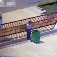 【驚愕】不運すぎて悲しい・・・ゴミ箱に殺された男性・・・
