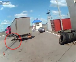 【閲覧注意】酔った男がトラックの下へ・・・アスファルトのシミに・・・