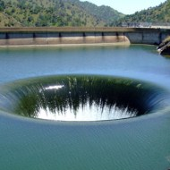 【死亡事故】ダムの水位調整に巻き込まれた人が出てきた・・・