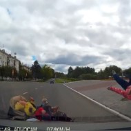 【ショッキング】20歳男性。双子の乗るベビーカーを轢き人生終了
