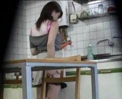 【本物盗撮】台所に監視カメラ仕掛けたら嫁がすごいオ○ニーしてたwwww