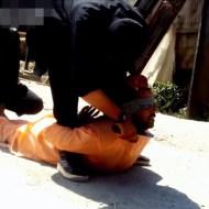 【殺人映像】ISIS『スパイ捕まえたんで今から公開処刑しま~す♪』