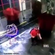 【衝撃映像】洗車機に人間が巻き込まれたらこうなる・・・
