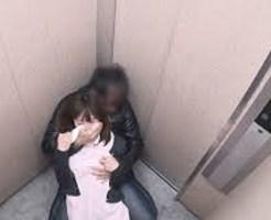 【本物レ○プ】エレベーターのレ○プ未遂事件の監視カメラ映像・・・