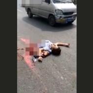 【グロ動画】車に何か当たった・・・元女性の肉片が飛び散ってた・・・ 閲覧注意