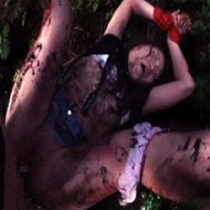 【JKレ●プ】拉致った美少女に銃を押し付け失禁中出しレイプ・・・
