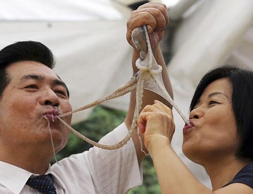 【安定の中国】中国人って魚の鱗も落とさず踊り食いするんだな