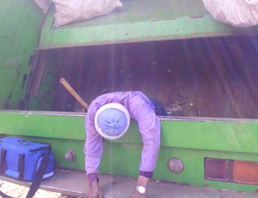 【グロ注意】ゴミ処理機に捲き込まれて死亡する瞬間・・・ こんな死に方は嫌だ・・・ ※閲覧注意