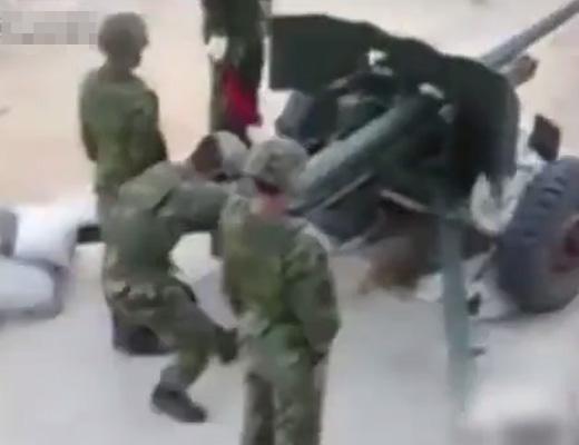【衝撃映像】大砲撃つ時に真後ろにいた人間がどうなるか気になった奴はコチラ