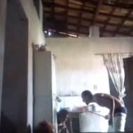 【衝撃映像】美人妻を棒で叩き続けるDV男がクオリティ高すぎる件w