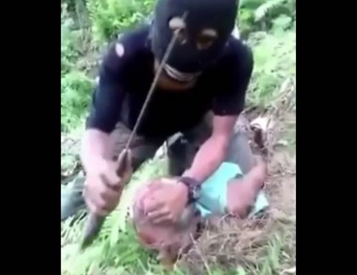【斬首】おじいちゃんなのに首切り落とされて殺される修羅の国があるらしい・・・ ※閲覧注意