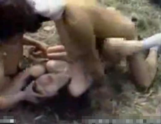 【ガチレ●プ動画】制服JKが田舎道でワンボックスで拉致られ号泣しながら犯される輪姦ハメ撮り…