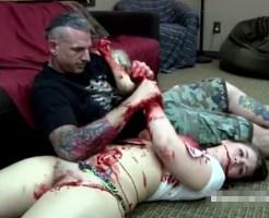 【悲報】あたし氏、彼女と浮気してたら彼氏にバレて刺殺される・・・ ※グロ動画