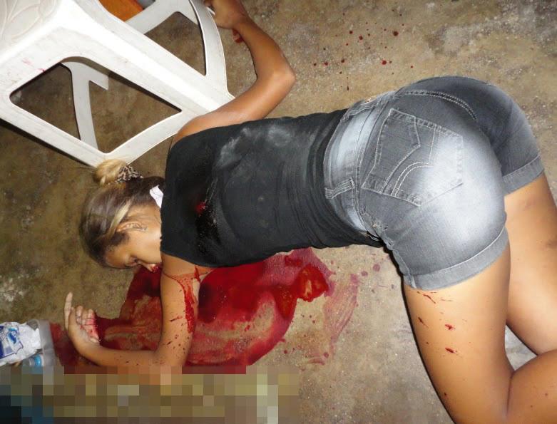 【グロ画像】ババアが19歳の可愛い孫娘を撃ち殺して蜂の巣にする・・・