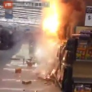 【火事】DQNがスーパーの花火売り場に放火して大炎上させた一部始終 ※衝撃映像