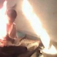 【自殺動画】毒を一気飲みし、ガソリンをかぶり、そして焼身自殺をする男