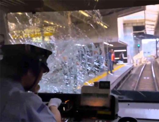 【自殺動画】電車に飛び込み自殺するレ○プ被害者のレズビアン