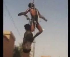 【グロ動画】敵兵燃やしてクレーンで吊るす最先端の遊びがコレ
