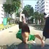 【衝撃映像】教習所のシュミレーターでありそうな事故らせにかかってる一例が不可避なんだがw ※動画