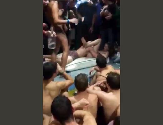 【本物流出】インディアナ大学で行われたリア充共による乱交パーティーの様子が・・
