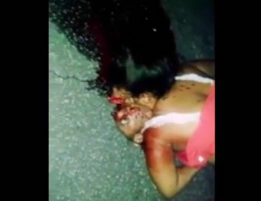 【グロ動画】顔面引きずって血の跡ついた道路の先に転がってた女の子・・・顔下向いてるのに顔皮が上向いてた・・・ ※閲覧注意