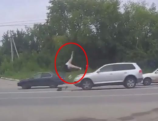 【衝撃映像】撥ねられて全身の骨バキバキと引き換えに1秒空飛ぶのに成功した75歳のおばあちゃん
