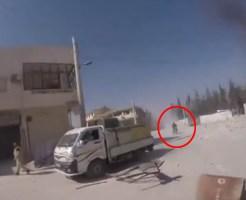 【自爆テロ】目の前で普通に走ってるバイクがいきなり爆発する走馬灯も見えなさそうなどうしようもない瞬間・・・ ※動画