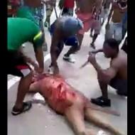 【グロ動画】グサグサグサグサ・・・12hit みんなで死体にナイフ刺すの楽しすぎワロタ ※閲覧注意