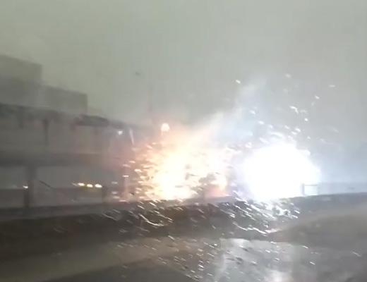 【衝撃映像】本場アメリカの落雷事故は、ワイルドだぜ~!まさに「きたねぇ花火だ」!!