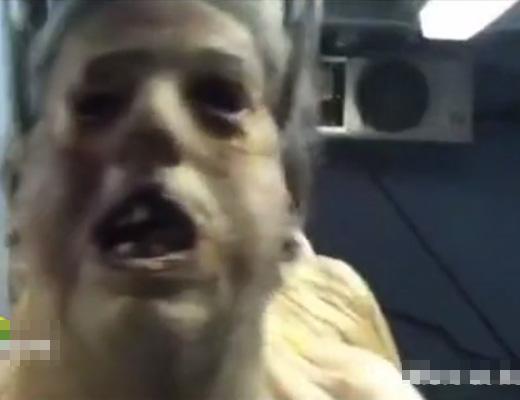 【グロ動画】バイオかよw冷凍室に吊り下げられた死体の列こわすぎ・・・これアイテム取ったら動くやつやん・・・