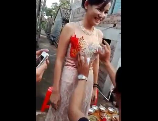 【新婚レ●プ】初夜前にフリータッチイベントで花嫁さん触り放題wwwちょっと中国の結婚式行ってくる