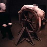 【死体映像】散々拷問され続けゴミの様に捨てられた死体・・・