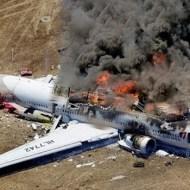 【流出映像】ボーイング777の事故現場流出映像・・・座ったままの死体が・・・