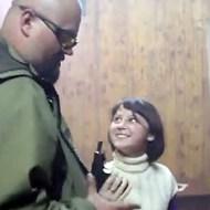【衝撃映像】 娘が心配なんだよぉwキエフ軍から身を守る術を13の美少女に叩きこむ父親【動画1本・画像6枚】