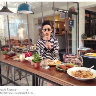 """[美食]好像搭了時光機回到了那時候的""""美好年代"""",義大利餐點咖啡廳。"""