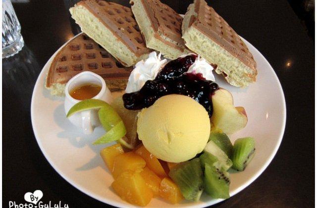 【台北】士林咖啡弄.厚實飽滿鬆餅.東區也有的咖啡弄(葷素