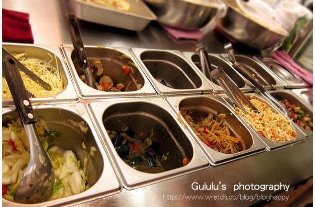 【台北】東區.佛緣素麵線~招牌麵線 + 多樣小菜與碗粿(2014.07補照