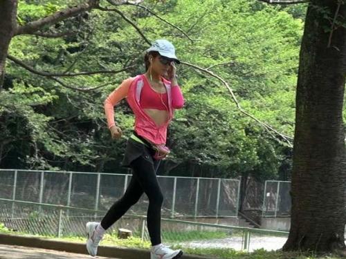 アダルト画像3次元 - 《下心あり》おやじたちがこぞってジョギング始める理由がこちら【画像20枚】