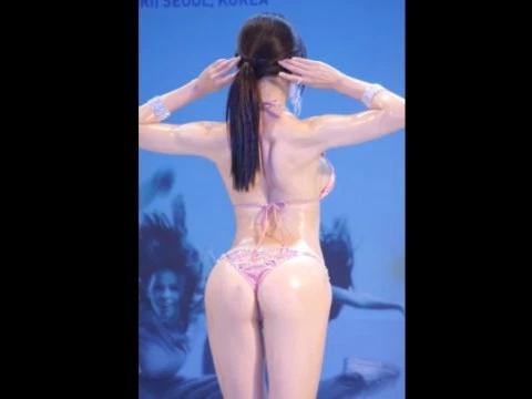 【H,エロ画像】韓国のミズ着モデルコンTEST、すごいポーズさせるな・・・(ムービー)