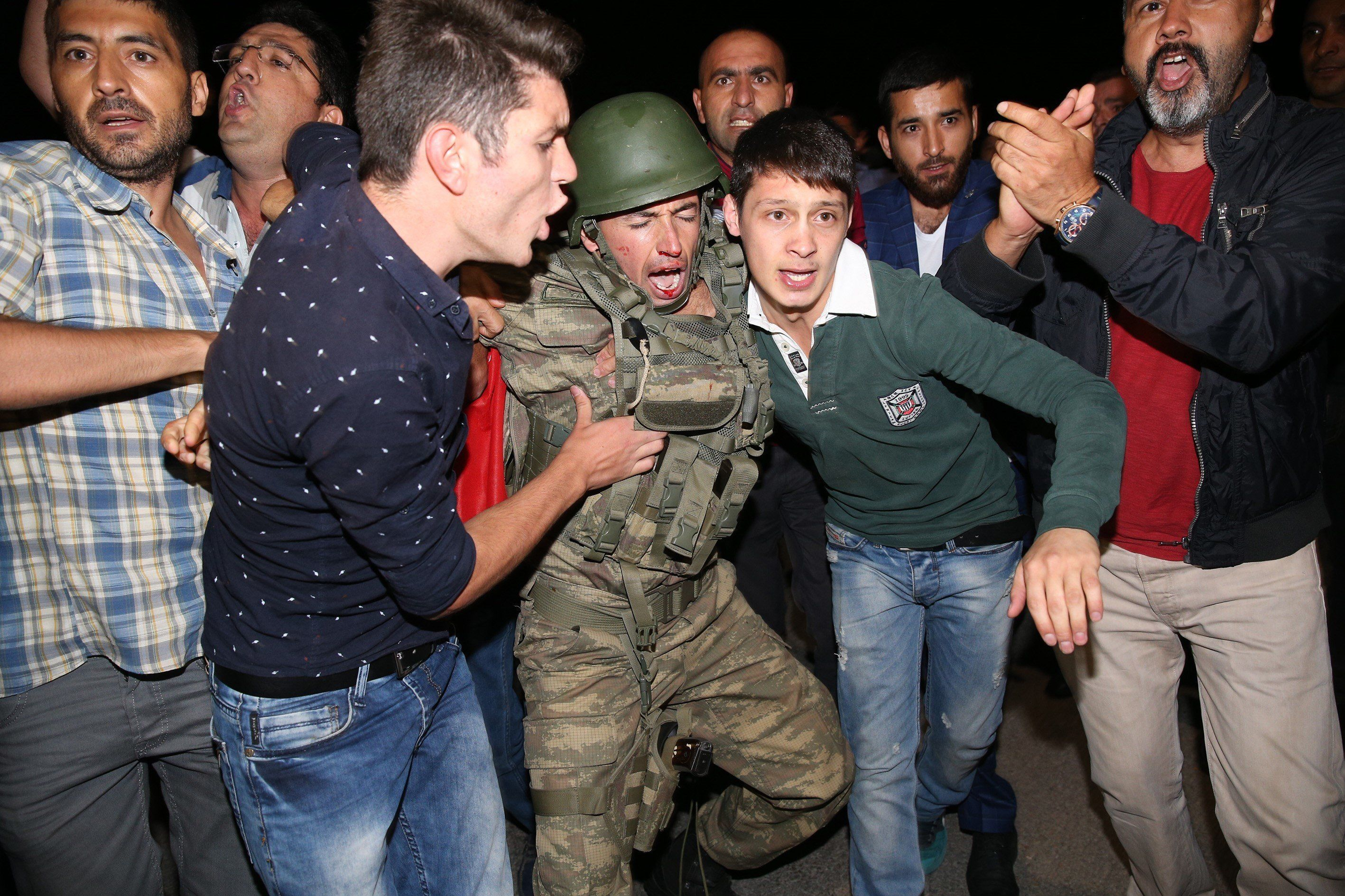 Photos From Turkey s Streets Show Chaos After Attempted Coup   HuffPost A group of soldiers are being neutralized after trying to storm into Turkish  Radio and Television