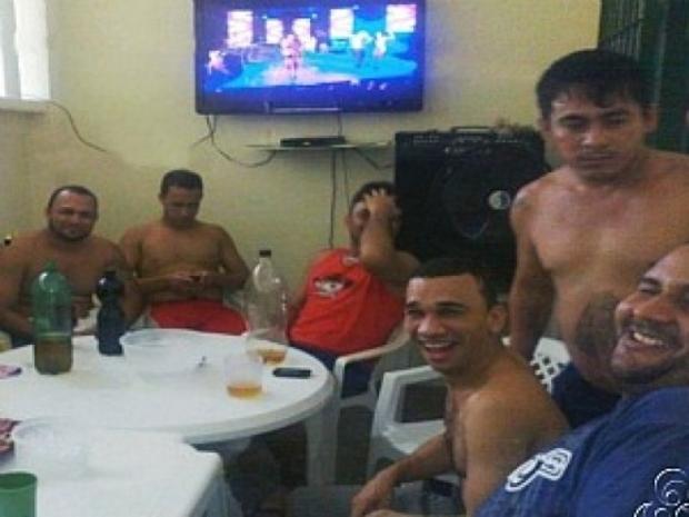 Veja 10 festas inacreditáveis em presídios brasileiros