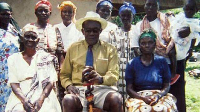 Homem com 97 esposas nega ter morrido e diz: 'Quero me casar de novo'