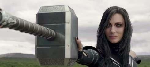「《雷神索爾3》裡,海拉憑什麼能一手捏爆雷神之鎚?」看完這5張圖,你就會懂了! - 我們用電影寫日記