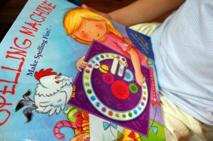 親子共讀的必備操作書|Spelling Machine會玩到停不下來|機器轉盤拼字書