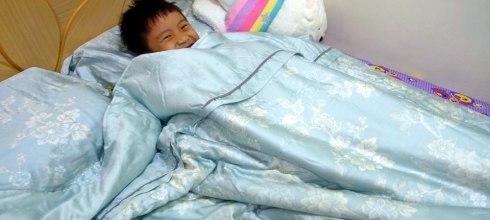同大爺戒睡覺尿布2個月記錄-有專利尿布墊,最愛的天絲床包不怕溼